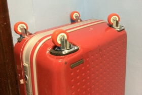 Замена колёс на чемодане